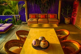 luxury-vacation-rental-careyes-Jazmin_table_toTaiana_285